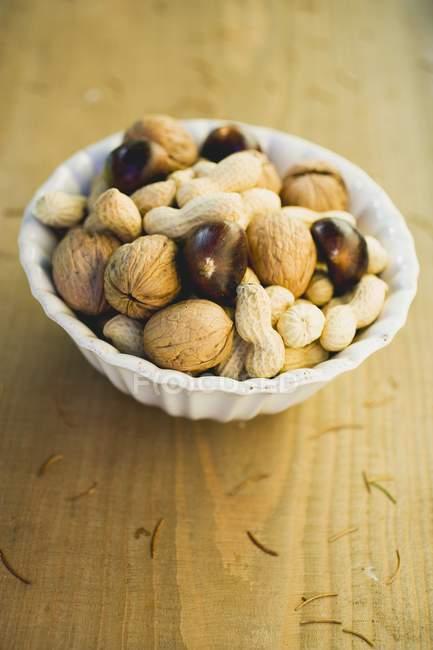 Walnüsse, Kastanien und Erdnüsse — Stockfoto