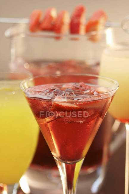 Alkohol-Erdbeer-Rose-Cocktail — Stockfoto