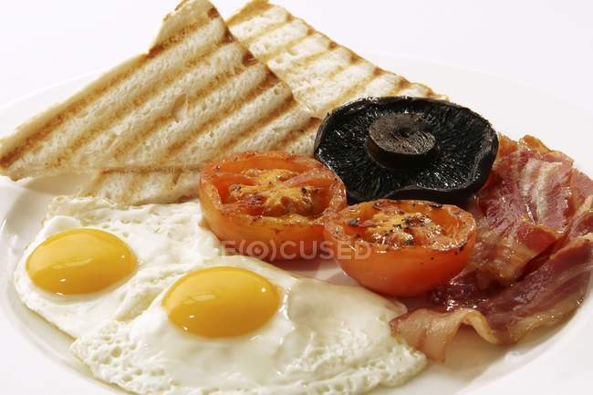 English breakfast with fried egg — Stock Photo