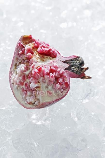 Ломтик замороженные граната — стоковое фото
