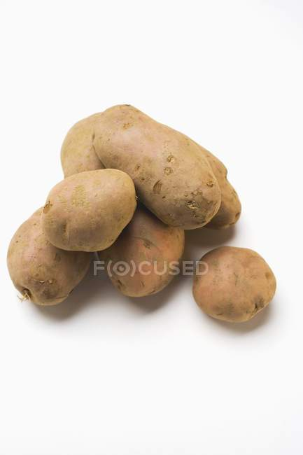 Einige rohe rote Kartoffeln — Stockfoto