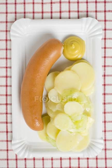 Würstel con insalata di patate — Foto stock