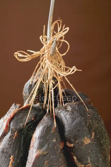 Trozos Jamones de venado ahumados - foto de stock