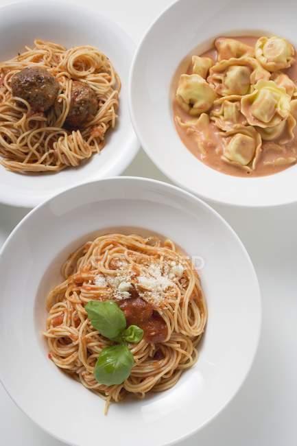 Свіжі різних макаронні страви — стокове фото