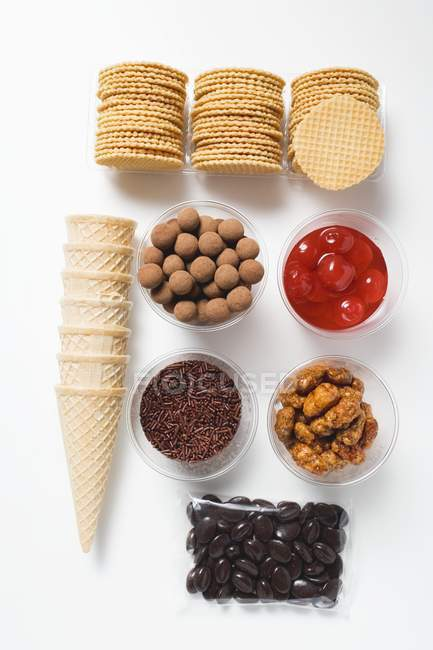 Wafers and ingredients for decorating — Stock Photo