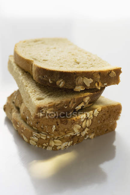 Tranches de pain empilées — Photo de stock