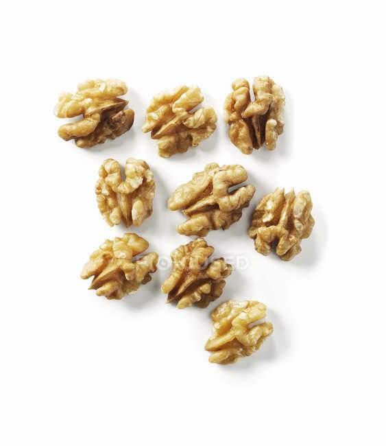 Varias nueces sin cáscara - foto de stock