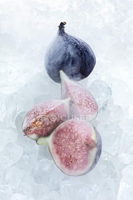 Замороженные инжир с льдом — стоковое фото