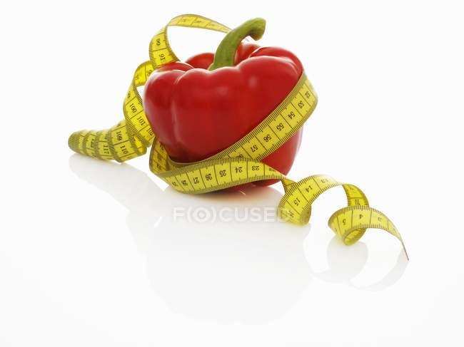 Pimenta vermelha com fita métrica — Fotografia de Stock