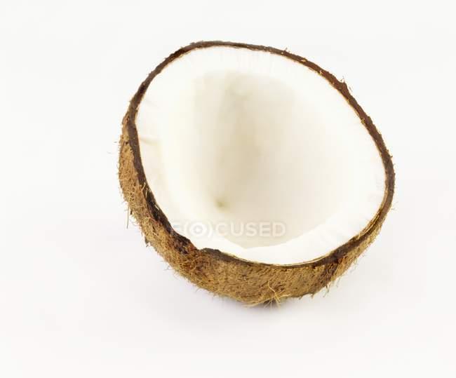 Половину кокосового шпалерами білого кольору — стокове фото