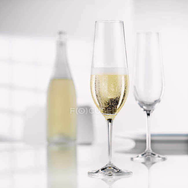 Closeup view of sparkling Sekt wine in Sekt glass — Stock Photo