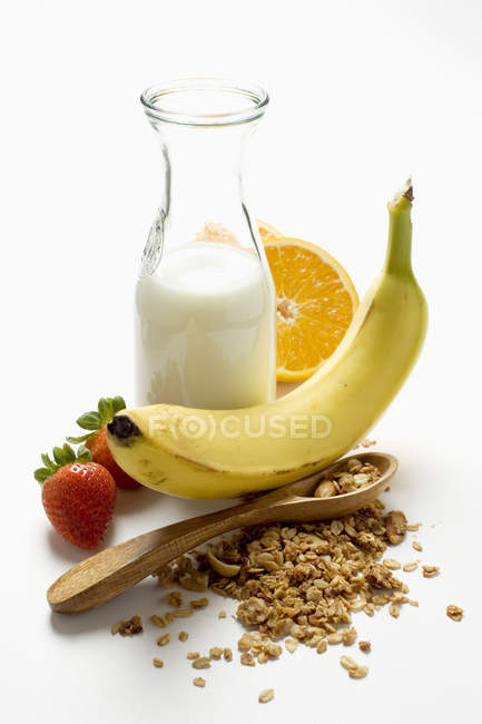 Healthy eating with muesli — Stock Photo