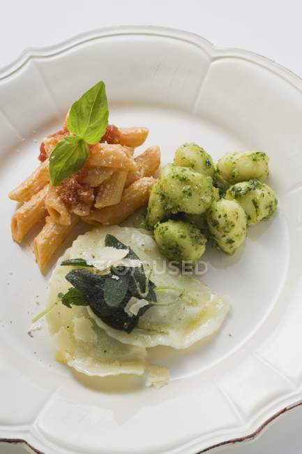 Penne pasta and ravioli pasta on plate — Stock Photo
