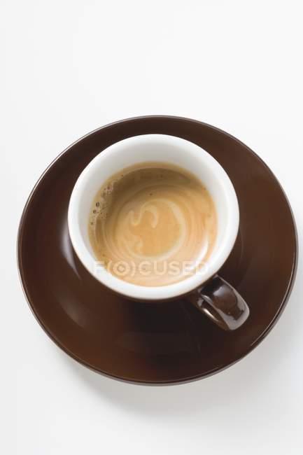 Taza de espresso con crema - foto de stock
