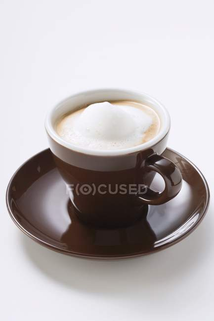 Taza de Espresso con espuma de leche - foto de stock