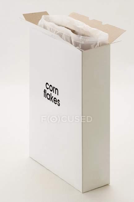 Scatola aperta di cornflakes — Foto stock