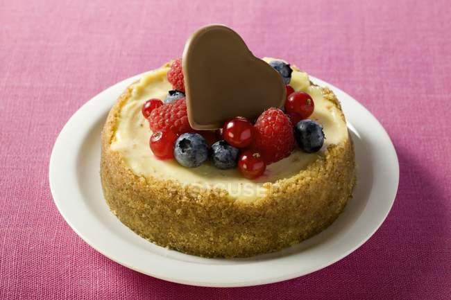 Mini cheesecake com frutas vermelhas — Fotografia de Stock