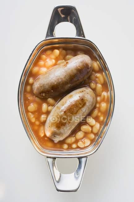 Тушкована квасоля з ковбасою — стокове фото