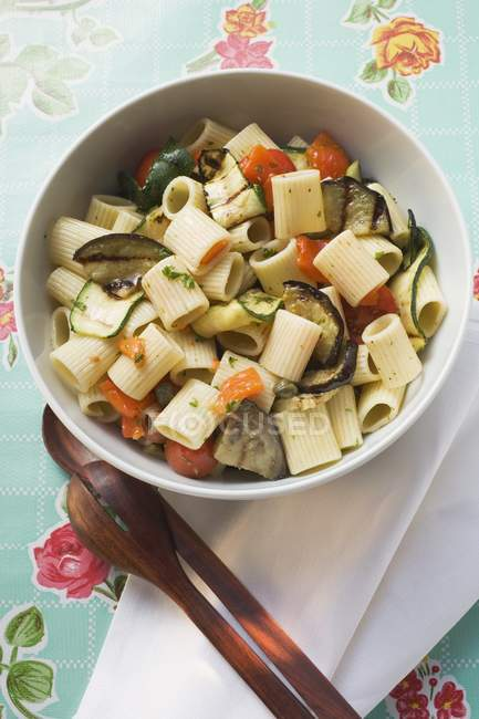 Pasta salad with grilled vegetables — Stock Photo