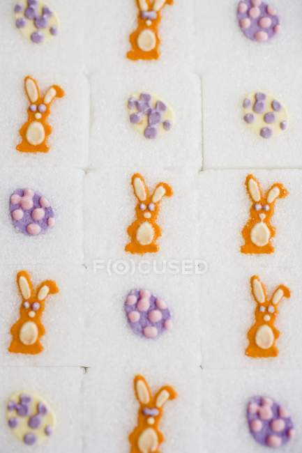 Closeup view of sugar cubes with bunnies and eggs — Stock Photo
