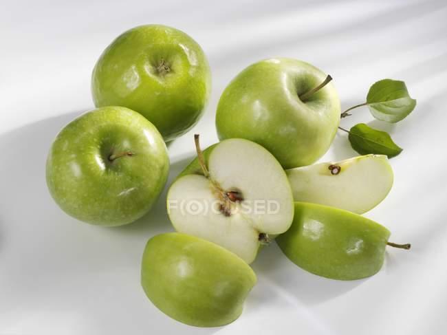 Четыре яблока бабушки Смит — стоковое фото