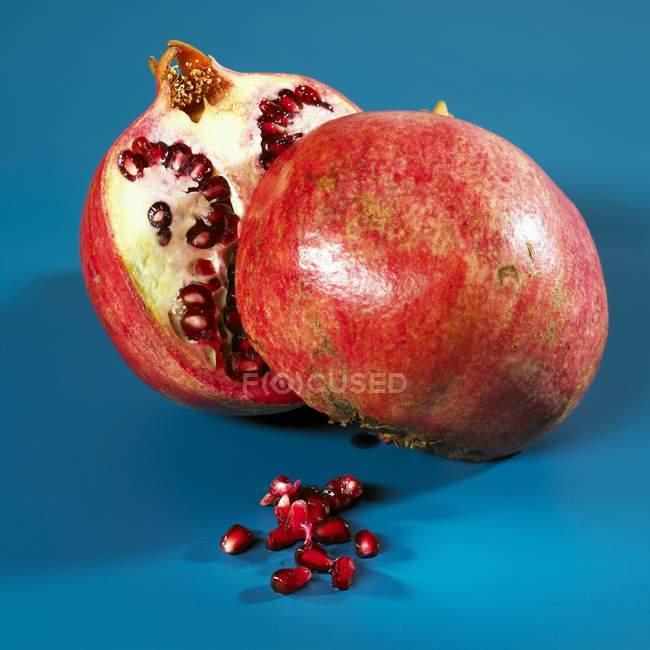 Ripe halved pomegranate — Stock Photo