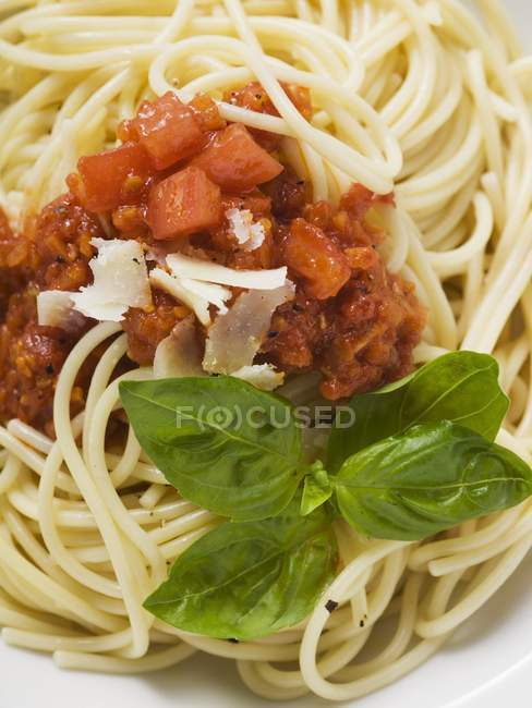 Spaghetti bolognese with basil and Parmesan — Stock Photo