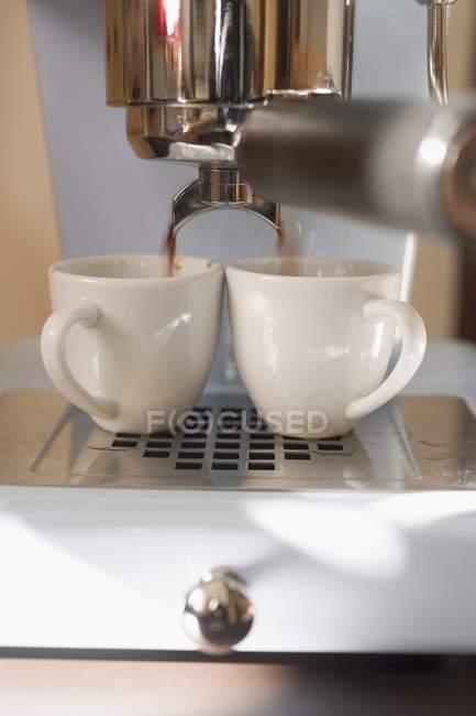 Zubereitung von Espresso Kaffeemaschine — Stockfoto