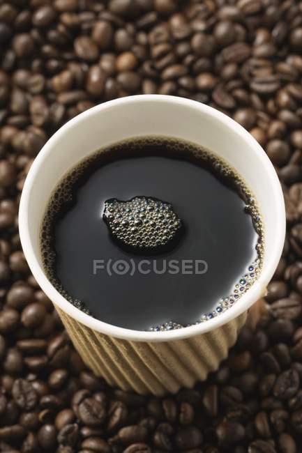 Caffè in tazza di carta — Foto stock