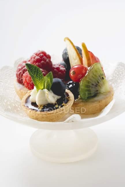 Crostate di frutta su basamento della torta — Foto stock