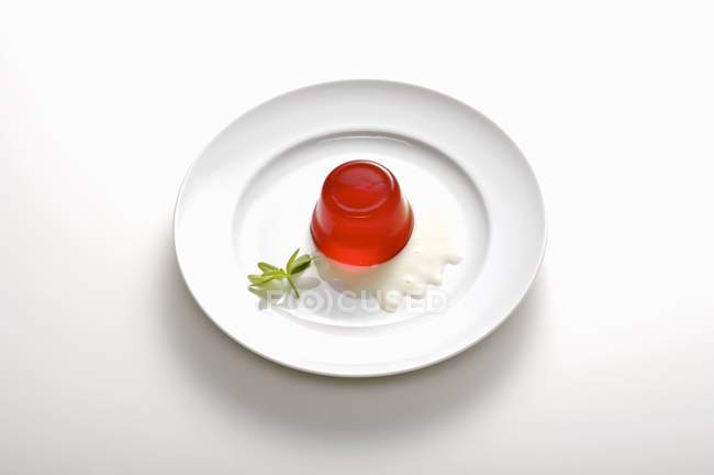 Raspberry jelly in plate — Stock Photo