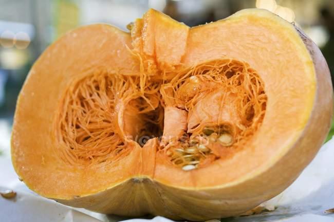 Mezza zucca fresca — Foto stock