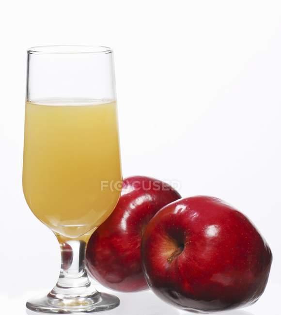 Copo de suco de maçã — Fotografia de Stock