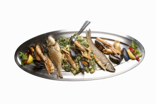 Seafood platter with fish — Stock Photo