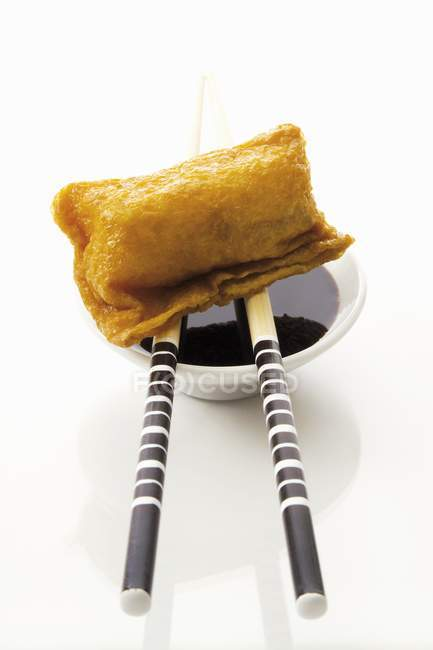 Boulette frite sur baguettes — Photo de stock