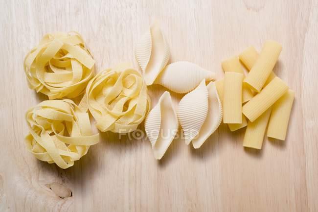 Varios tipos de pasta - foto de stock