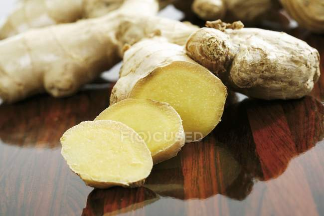Fresh partly sliced ginger root — Stock Photo