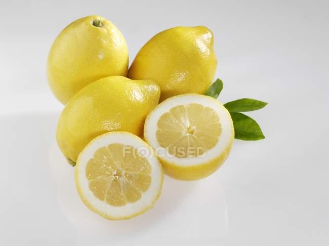 Fresh and ripe lemons — Stock Photo