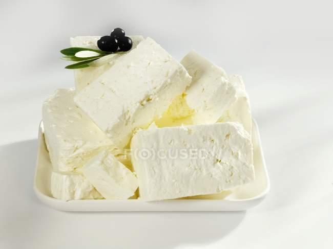 Овечий сыр с свежих оливок — стоковое фото
