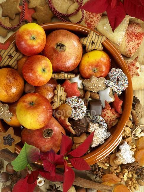 Arreglo de Navidad de galletas - foto de stock