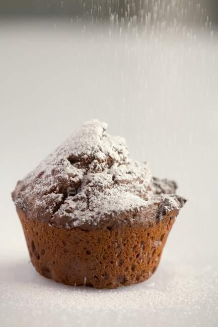 Кекс посыпать сахарной пудрой — стоковое фото