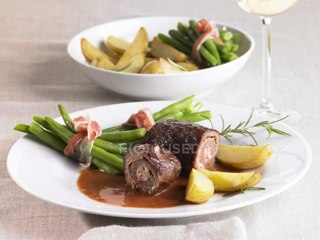 Beef roulades with green beans and potatoes — Stock Photo