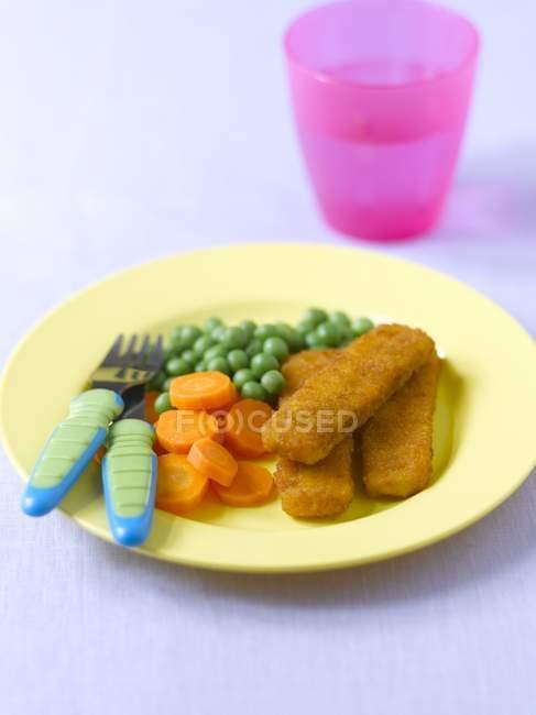 Bâtonnets de poisson aux carottes — Photo de stock