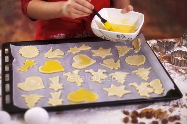 Sin cocinar galletas con yema de huevo - foto de stock