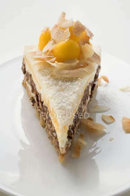 Cake with mango and pecans — Stock Photo