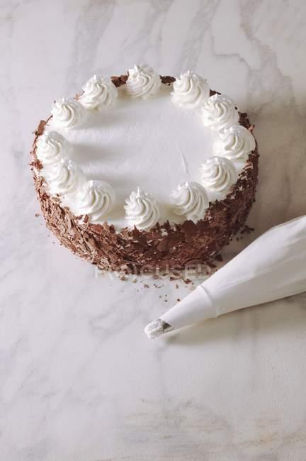Buttercream торт с тертым шоколадом — стоковое фото