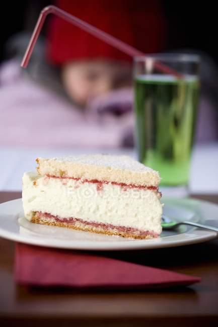 Кусочек торта Вудрафф — стоковое фото