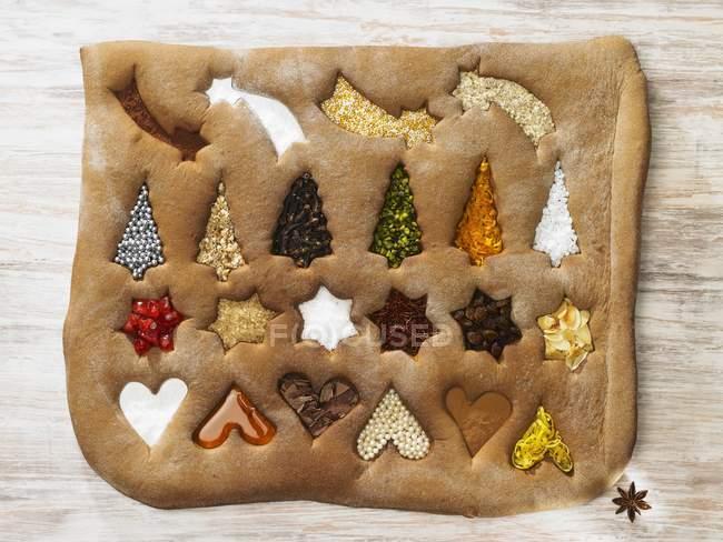 Pan de jengibre con símbolos de Navidad - foto de stock