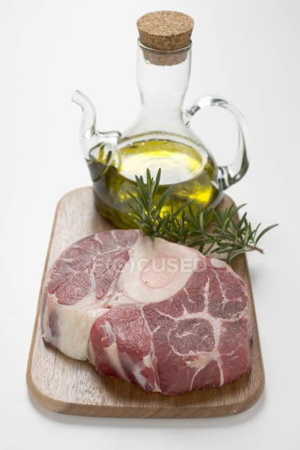 Slice of beef from leg on chopping board — Stock Photo