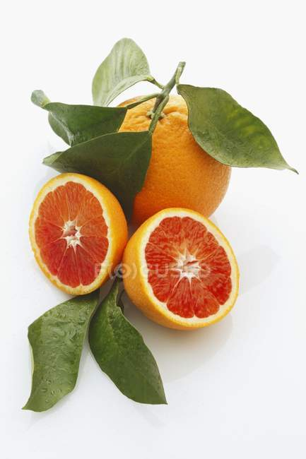 Blood ripe oranges with leaves — Stock Photo